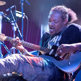Eric Gales uses LEWITT mics on tour